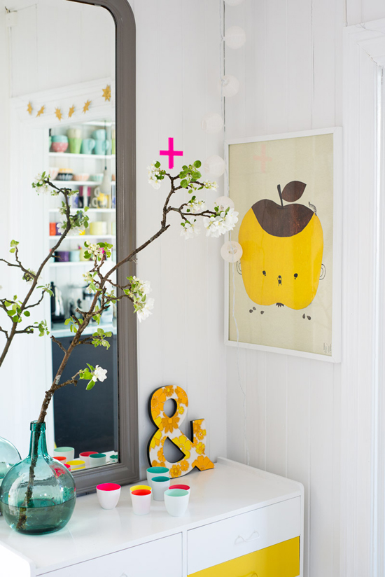 Cute apple poster (this whole house is so cute)