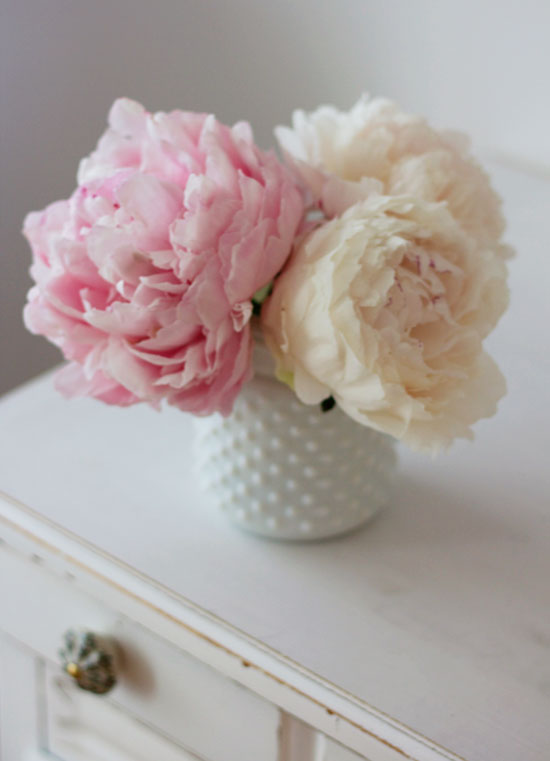 Pretty pink peonies | At Home in Love