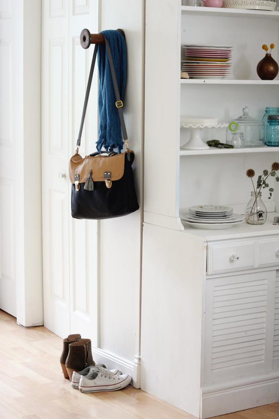Vintage spool wall hook - cute and easy DIY