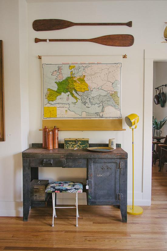 Vintage map & oars