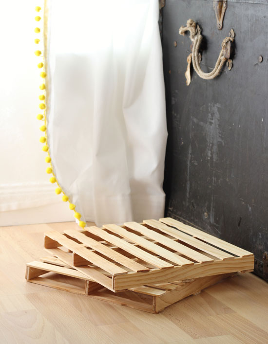 Mini shipping pallets--made out of paint stir sticks!