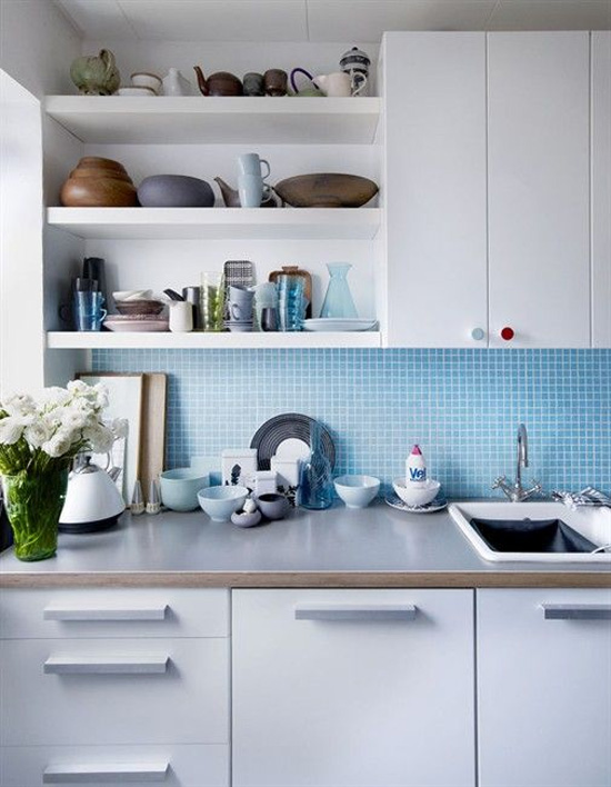What do you guys think? Do you have open shelves in your kitchen? If