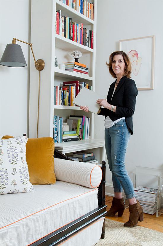 Decorating inspiration: sconce mounted on a bookshelf