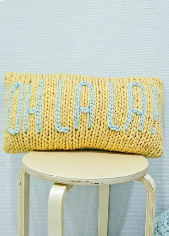 DIY knit pillow