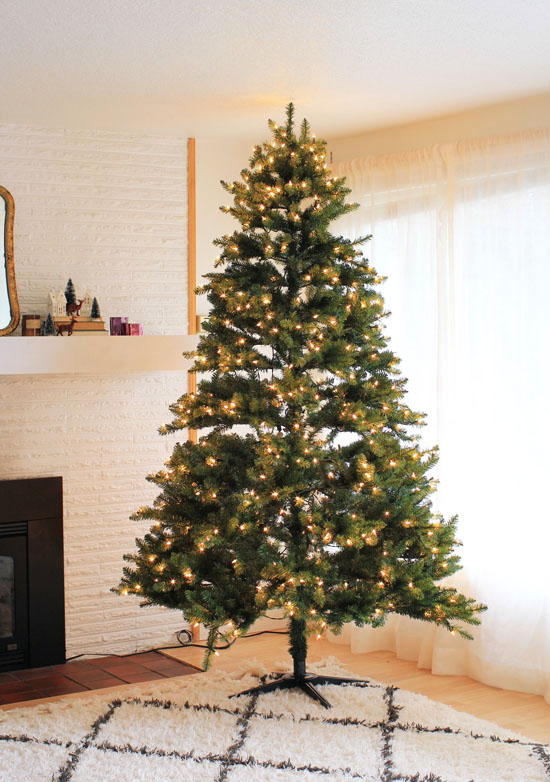 See how we transformed our Christmas tree with DIY decorations