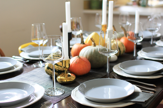 Friendsgiving table decor