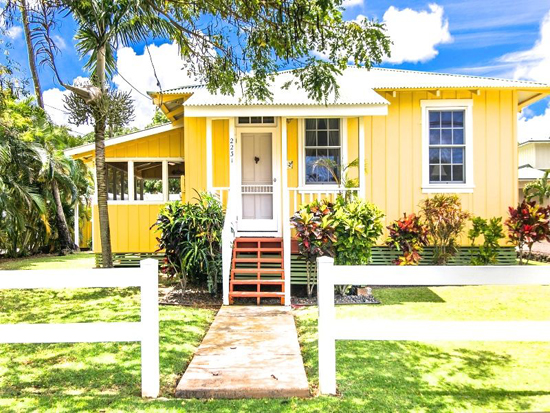 Best vacation rentals in Hawaii: this sunny cottage on Kauai