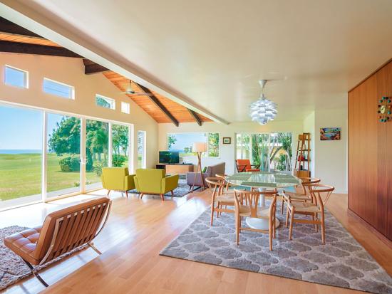 Midcentury modern vacation rental in Hawaii