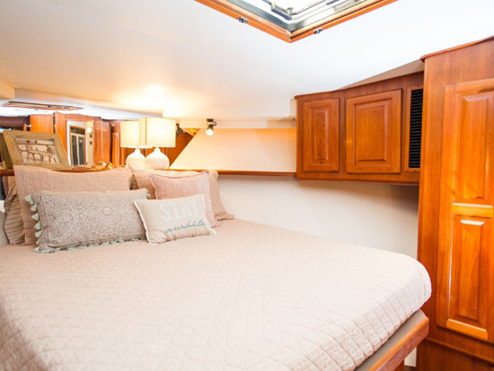 Best vacation rentals in Hawaii: Stay on a yacht in Honolulu