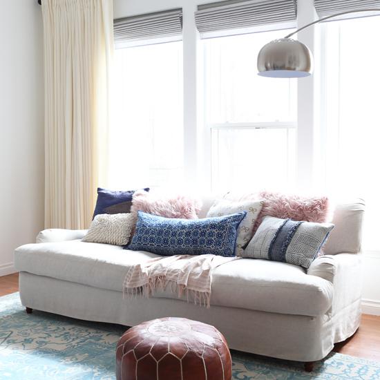 Charmant English Roll Arm Sofa